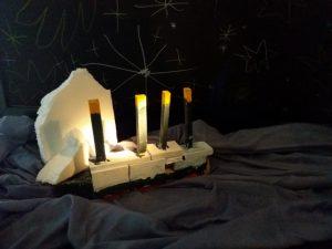 Lapsen rakentama Titanic-laiva.