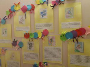 Lasten kertomia tarinoita kirjoitettuna.