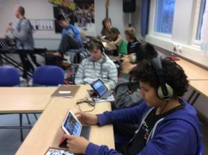 iPadit soivat perinteisten soitinten ohella.