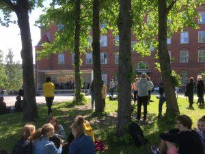 Puistorockin lava kuvattuna puistosta päin.