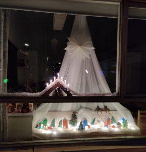jouluinen ikkunakoristelu, joulukylä