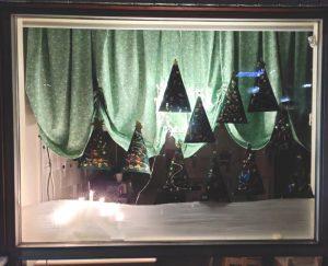 jouluinen ikkunakoristelu, joulukuusia