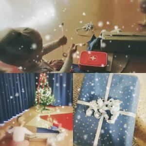 kolmen kuvan kokoelma. lapsi avaa jouluisia lahjapaketteja, yhdestä paljastuu lääkärileikkitavarat