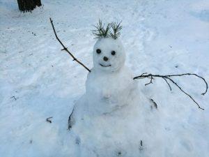 Pienten pihan lumiukko