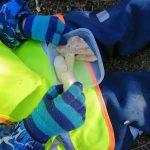 leipä ja omenalohkoja lapsen eväsrasiassa
