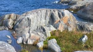 Maisemaa värittävät komeat kalliot jääkauden jälkineen