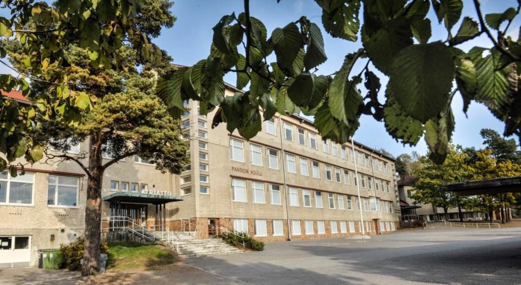 Kuvassa on Pansion koulurakennus.