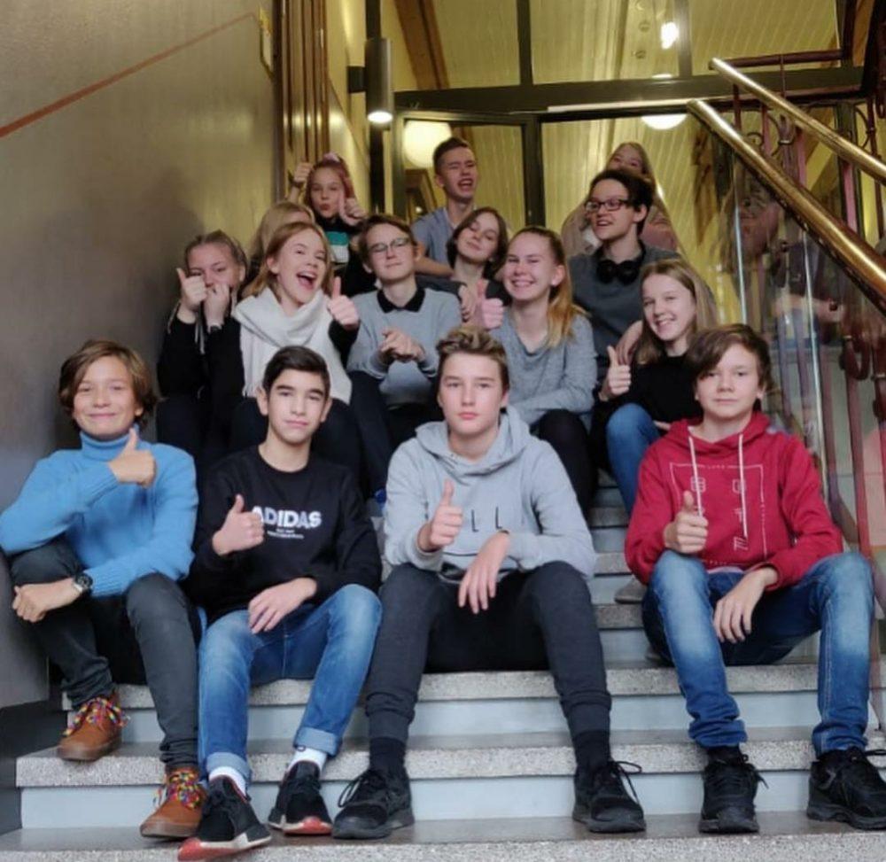 Kuvassa Puolalan yläkoulun. 7-9 luokkien oppilaskunnan edustajat.