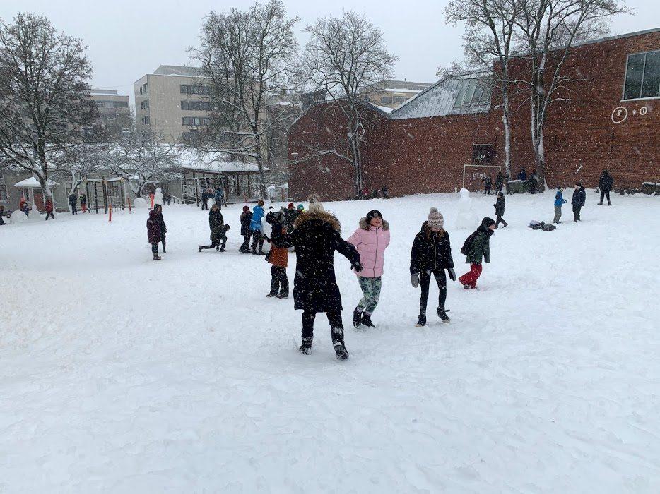 skolgård och barn