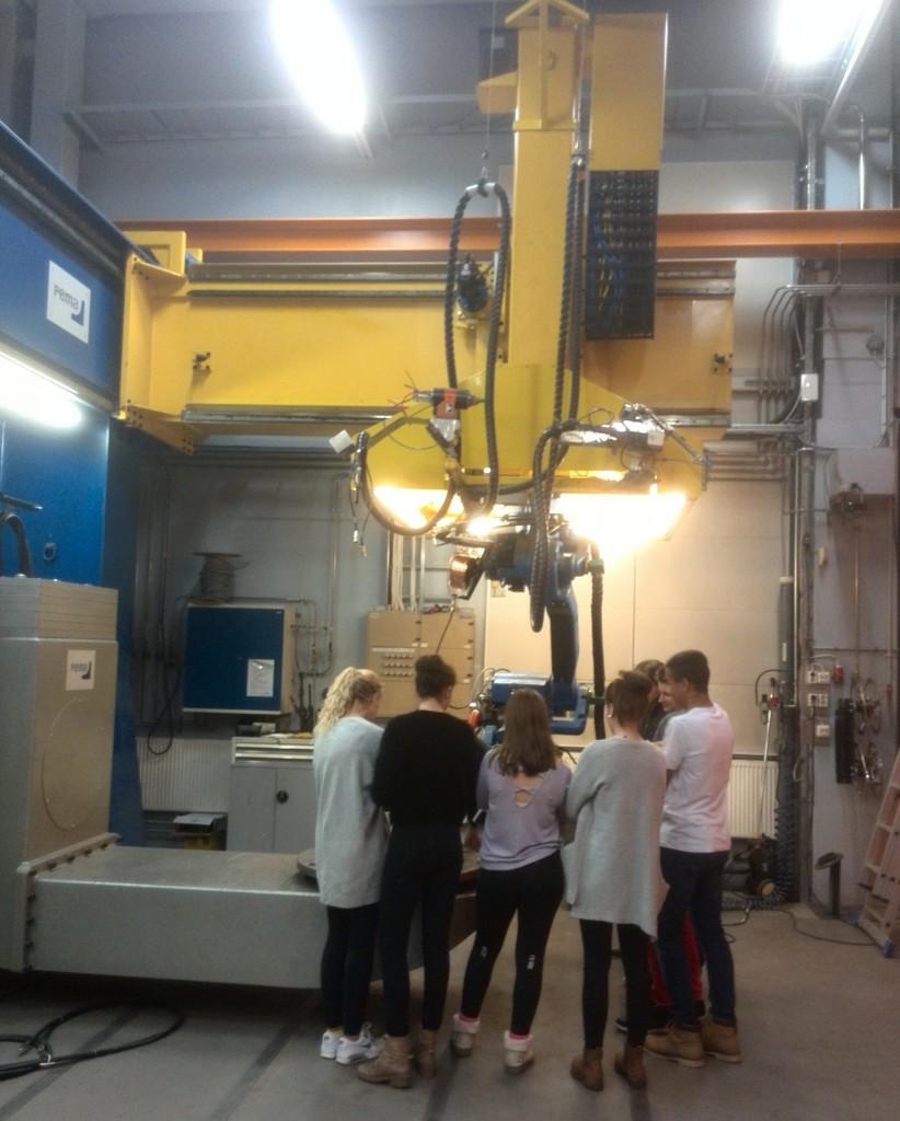 Laserteknologin på Teknologicentret intresserade (Foto Jussi Karlsson, Teknologicentret)