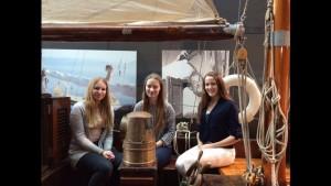 Flickorna ombord på Daphne, fr. v. Linn Svanberg, Malin Eriksson och Jenny Norkonvuo