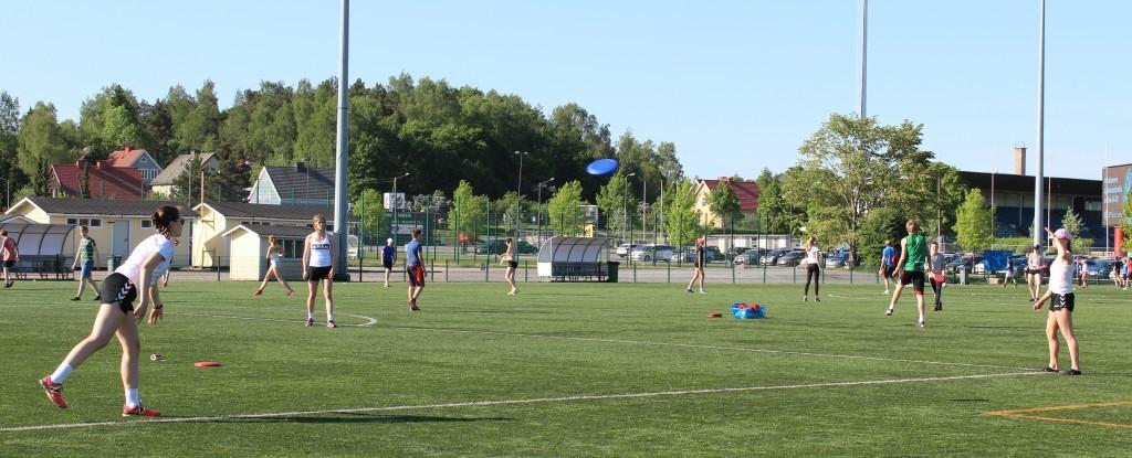 3. frisbee