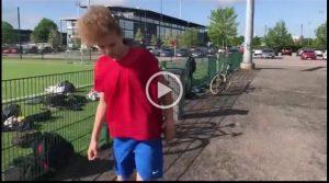 Elias från åk 8 valde fotboll.