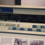PDP-10 (n. 1970). Kahden tällaisen välillä lähetettiin maailman ensimmäinen sähköposti Internetiä edeltäneessä Arpanet-verkossa.